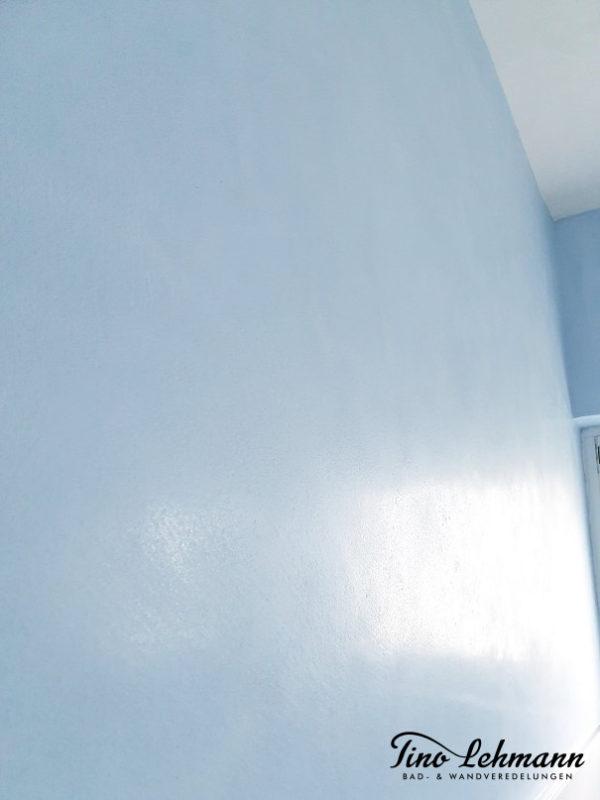 mineralische-oberflaechen-wandgestaltung-himmelblau-tinolehmann